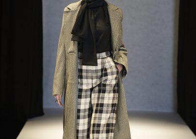 Frakke med skjortebluse og buks